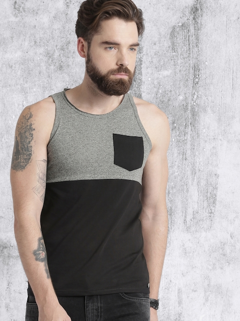 Roadster Men Black Colourblocked Round Neck T-shirt