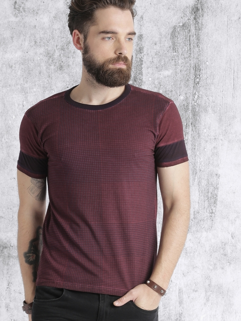 Roadster Men Maroon Checked Round Neck T-shirt