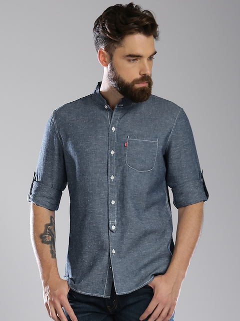 Levis Men Blue Chambray Slim Fit Solid Casual Shirt
