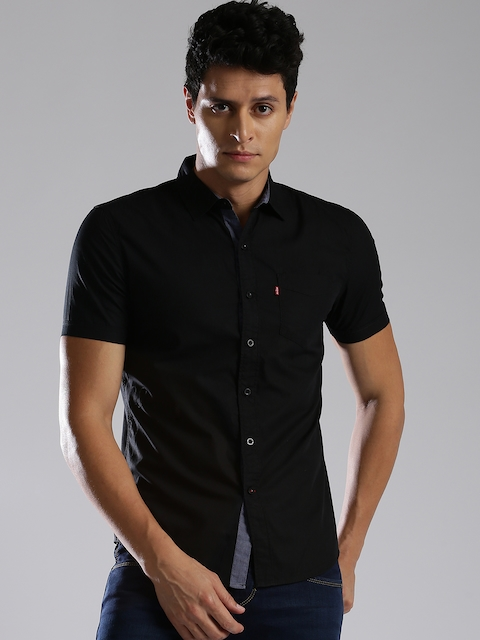Levis Men Black Slim Fit Solid Casual Shirt