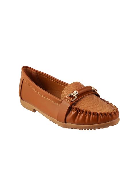 Mochi Women Tan Brown Snakeskin-Textured Loafers