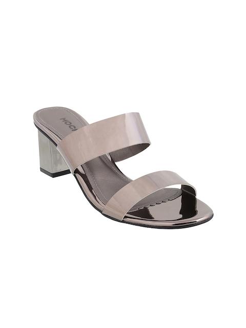 Mochi Women Grey Solid Sandals