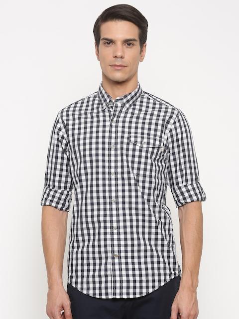 Timberland Men Black & White Regular Fit Checked Casual Shirt