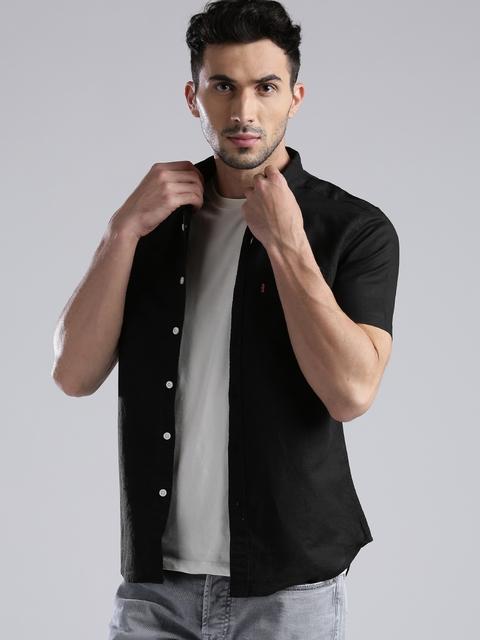 Levis Men Black Slim Fit Solid Casual Shirt