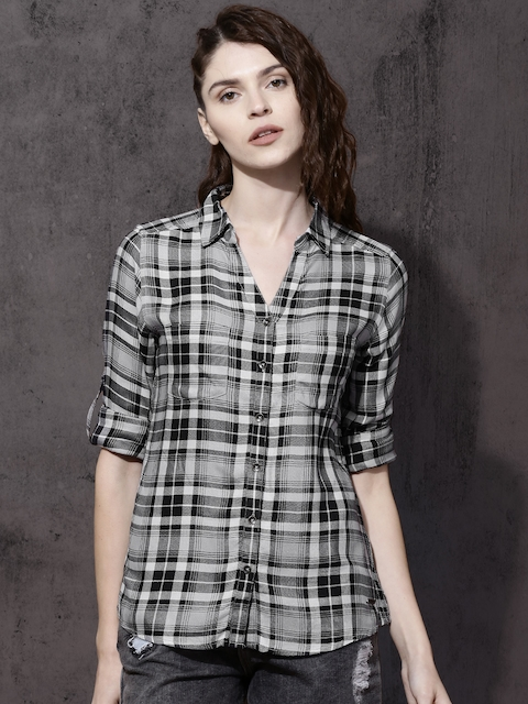 Roadster Women Black & White Regular Fit Checked Casual Shirt