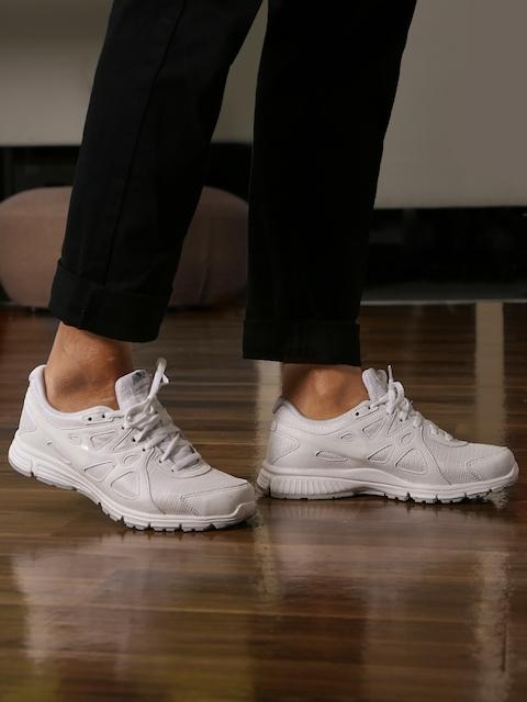 Nike Boys White REVOLUTION 2 (GS) Running Shoes