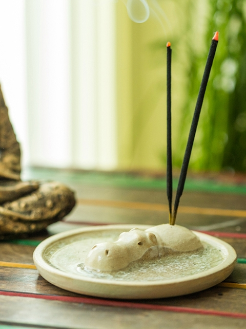 ExclusiveLane Off-White Ceramic Incense Stick Holder
