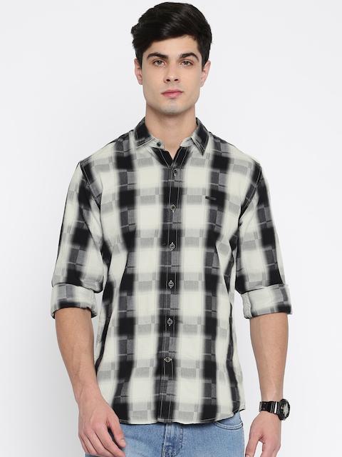 Wrangler Men Black & White Regular Fit Checked Casual Shirt