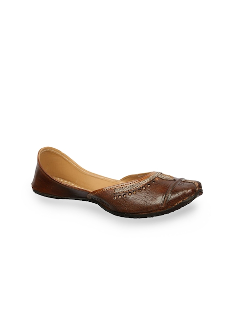 Ta Chic Women Brown Solid Leather Juttis