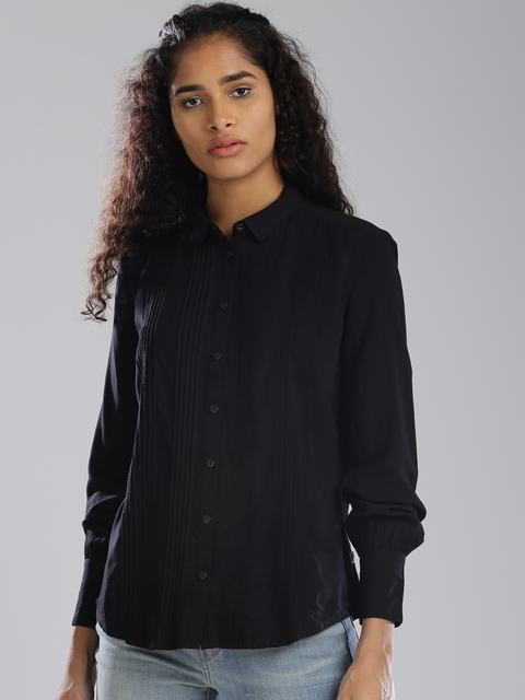 Levis Women Black Regular Fit Solid Casual Shirt