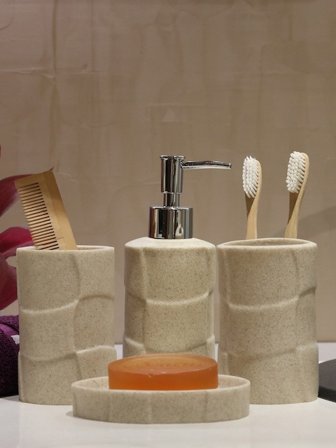 Shresmo Set of 4 Textured Bath Accessories