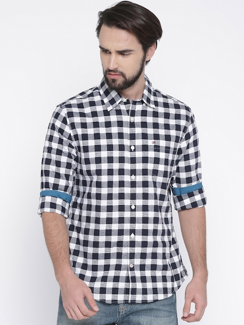 Tommy Hilfiger Men Black & White Regular Fit Checked Casual Shirt