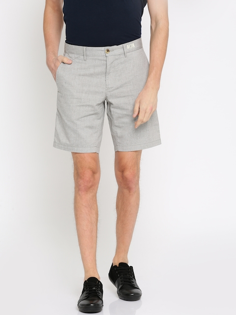 Tommy Hilfiger Men Grey Solid Slim Fit Regular Shorts