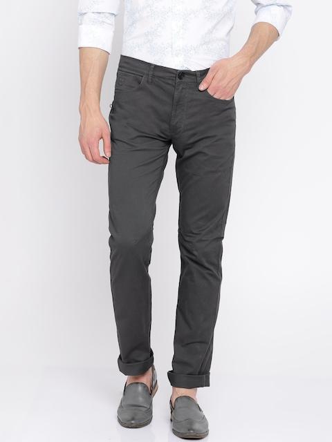 Wrangler Men Grey Slim Fit Solid Chinos