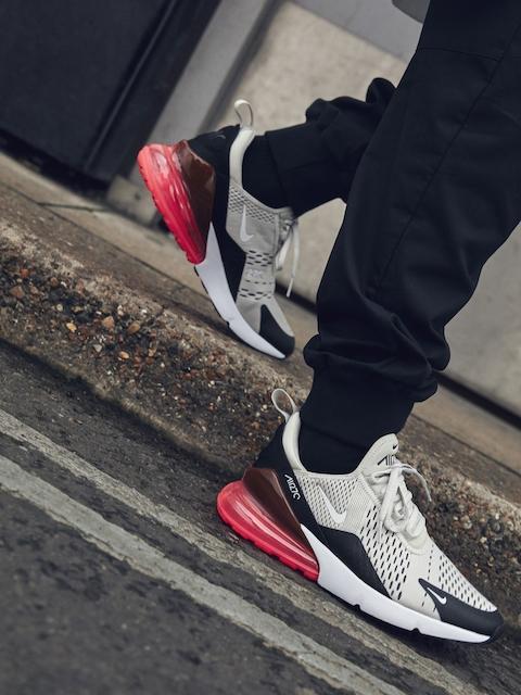 Nike Men Black & Beige Colourblocked AIR MAX 270 Sneakers
