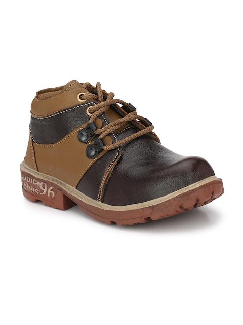 TRILOKANI Boys Brown Flat Boots