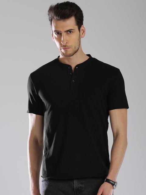 Levis Men Black Solid Henley Neck T-shirt