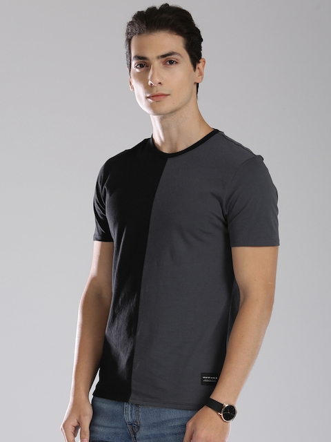Levis Men Black & Grey Colourblocked Round Neck T-shirt