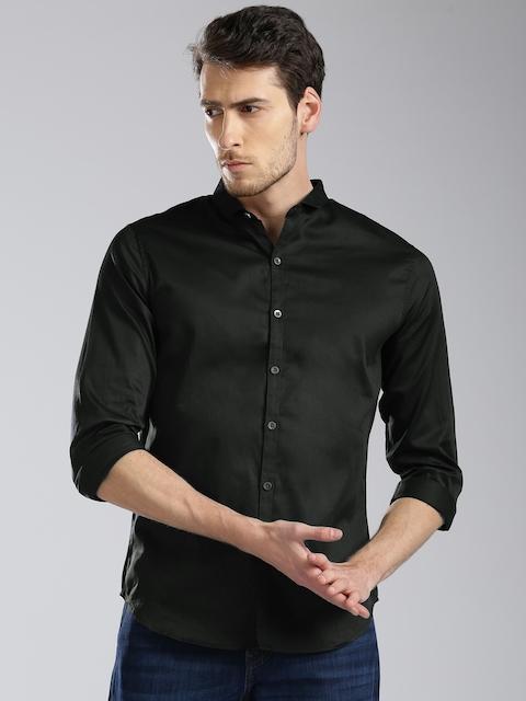 Levis Men Black Regular Fit Solid Casual Shirt