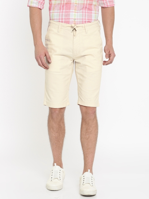 Lee Men Cream-Coloured Solid Slim Fit Regular Shorts