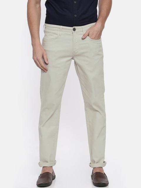 Wrangler Men Off-White Custom Slim Fit Solid Regular Trousers