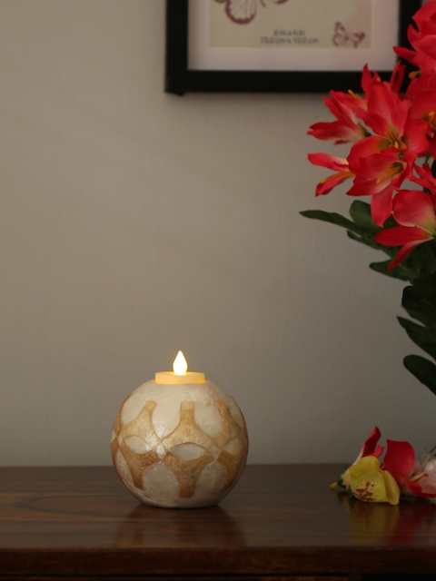 Athome by Nilkamal Gold-Toned and White Floral Round Shaped Candle Holder