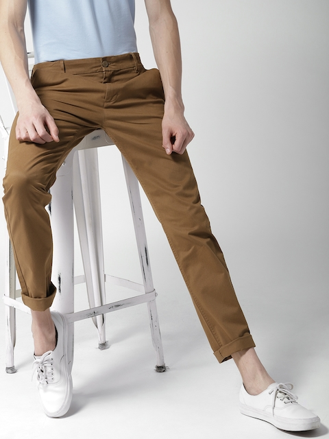 Levis Men Brown Slim Tapered Fit Solid Chinos