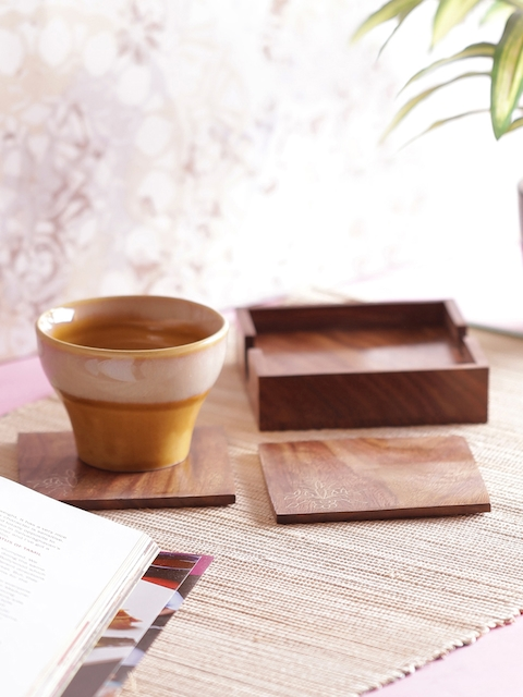 VarEesha Brown Set of 4 Handcrafted Wooden Coasters