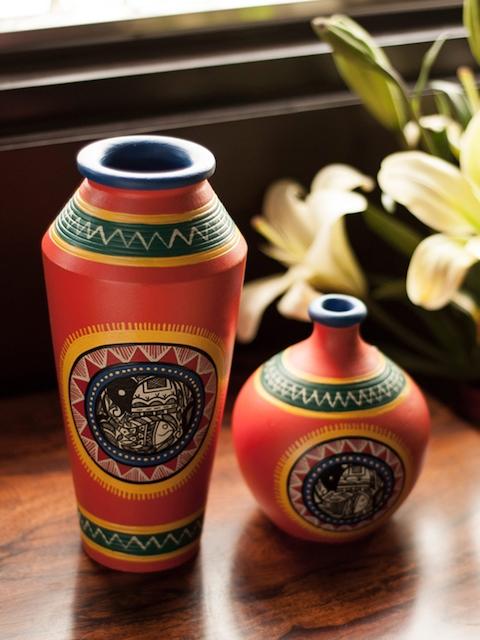 ExclusiveLane Set Of 2 Orange Madhubani Handpainted Terracotta Vase