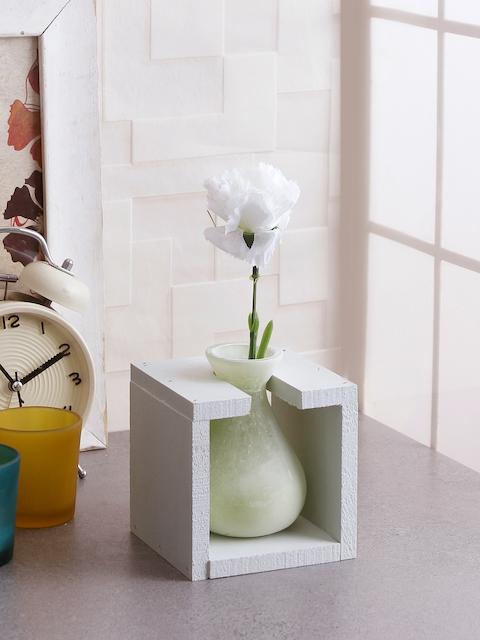 Fourwalls Green & White Solid Ceramic Vase With Frame