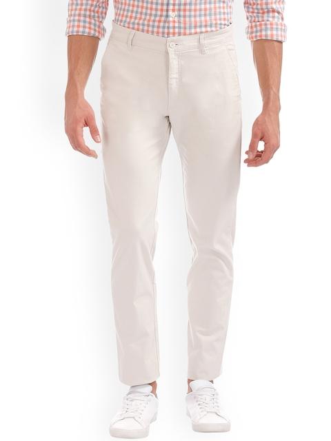 IZOD Men Off-White Slim Fit Solid Chinos