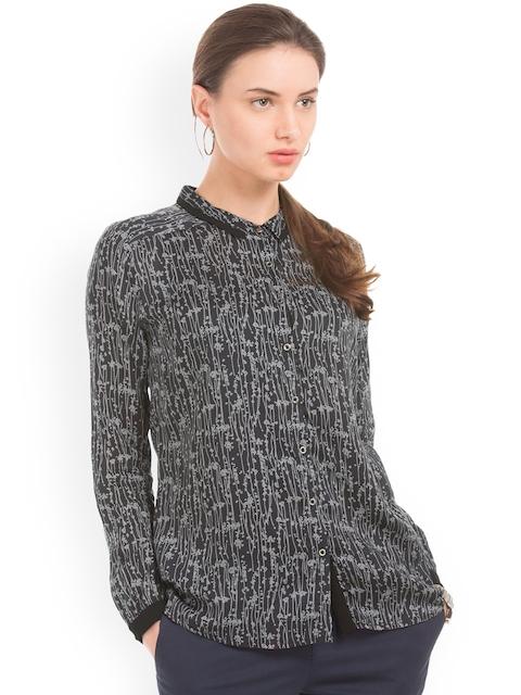 Arrow Woman Black & White Regular Fit Printed Casual Shirt
