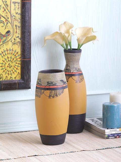 VarEesha Unisex Set of 2 Mustard & Off-White Terracotta Vases