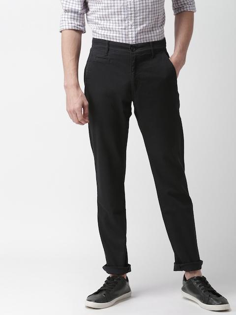 Levis Men Black Slim Fit Solid Chinos 511