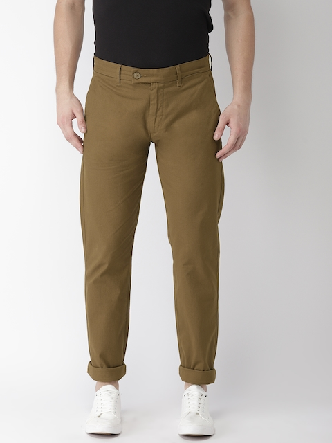 Levis Men Brown Slim Fit Solid Chinos