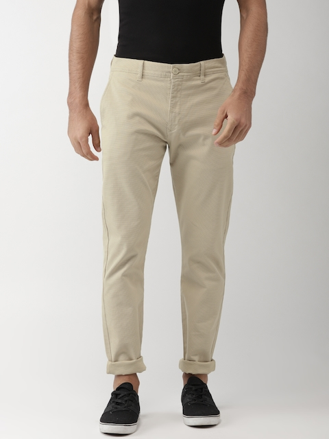 Levis Men Beige Tapered Fit Solid Chinos