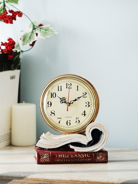 OddCroft Cream-Coloured Handcrafted Round Textured Analogue 16 cm x 20.5 cm Table Clock