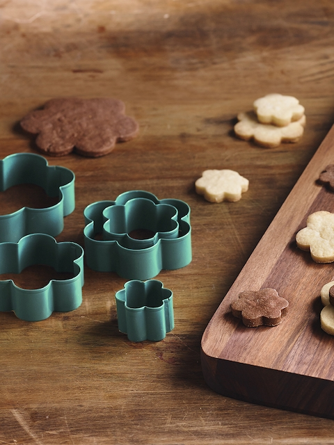 Trudeau Blue Set Of 5 Flower Cookie Cutters
