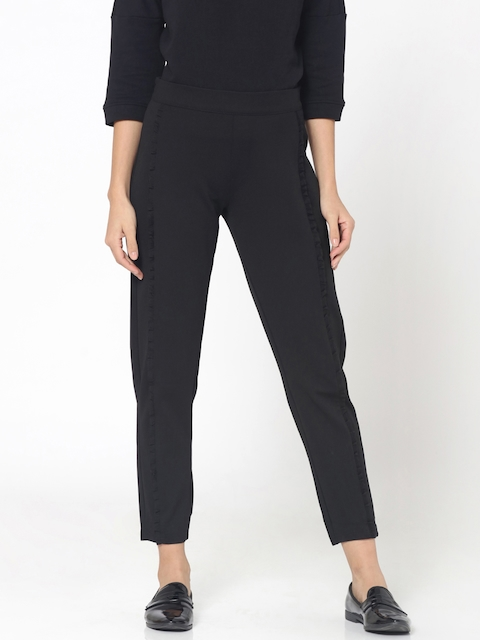 ONLY Women Black Slim Fit Solid Cropped Trousers