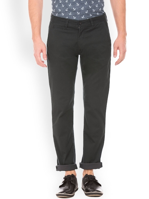 IZOD Men Grey Regular Fit Solid Regular Trousers