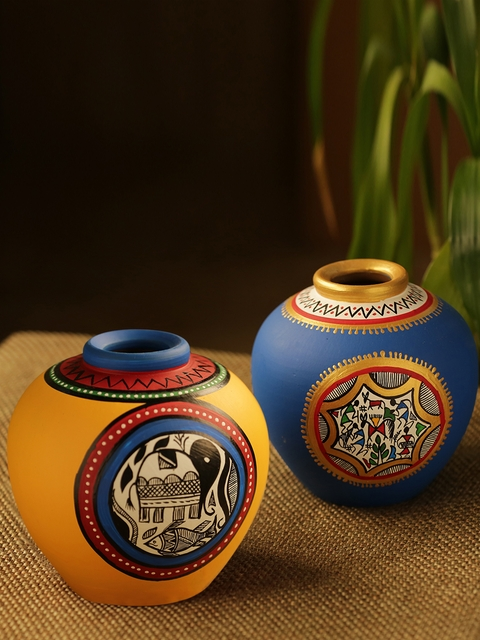 ExclusiveLane Set of 2 Terracotta Handpainted Vases