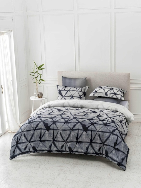 DDecor Grey Geometric Flat 300 TC Cotton 1 King Bedsheet with 2 Pillow Covers