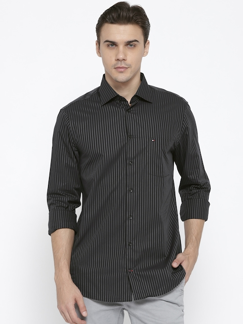 Tommy Hilfiger Men Black Fitted Striped Casual Shirt