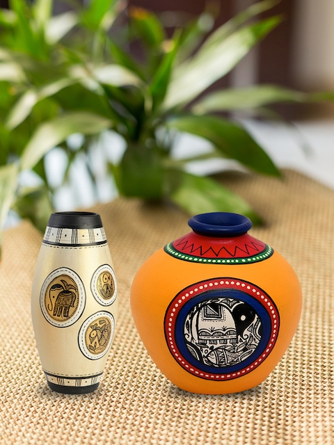 ExclusiveLane Set of 2 Terracotta Hand-painted Vases