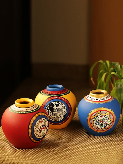 ExclusiveLane Set of 3 Terracotta Hand-painted Vases