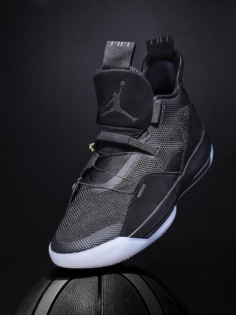 Nike Men Black AIR JORDAN XXXIII Mid-Top Basketball Shoes
