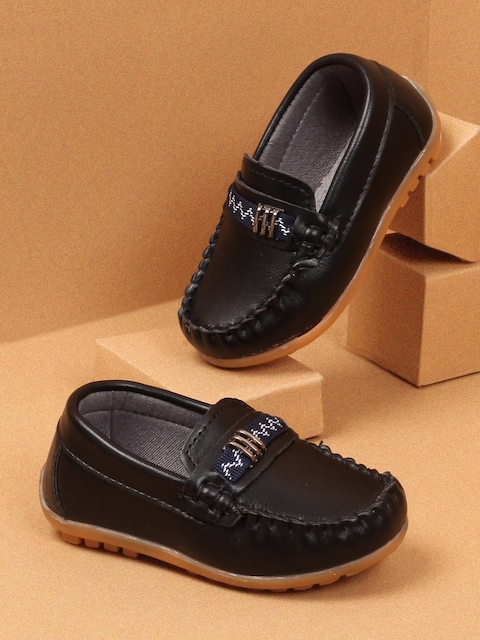 Walktrendy Boys Black Loafers