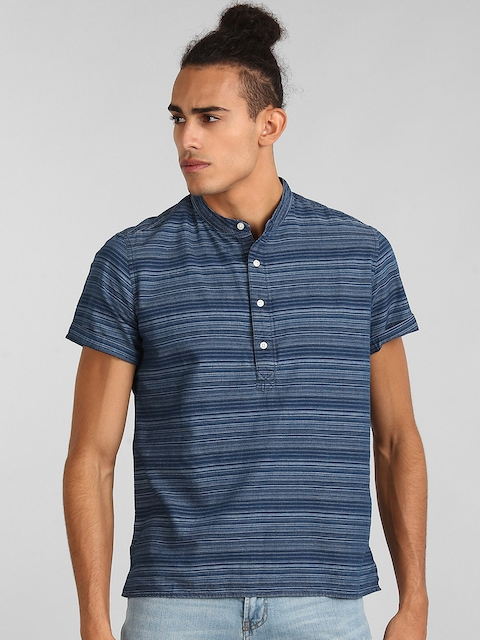 GAP Men BlueShort Sleeve Half-Button Shirt in Chambray