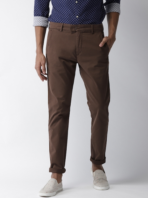 Levis Men Brown Tapered Fit Solid Chinos