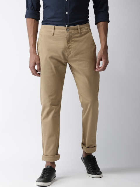 Levis Men Beige Tapered Fit Self Design Chinos